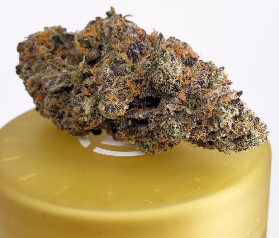 district connect wedding cake weed photo